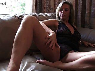 hot Puma Mutter spielt mit sich selbst