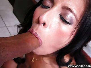 shesnew sexy latina Teen saugt fickt großen Schwanz