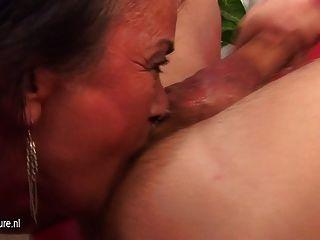 anal loving reife Schlampe bekommt eine warme Creampie