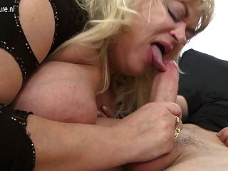 große reife Sexbombe Mutter bekommt einen guten harten Fick