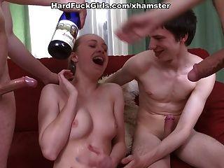 harte Gruppe Sex mit einem jungen Mädchen