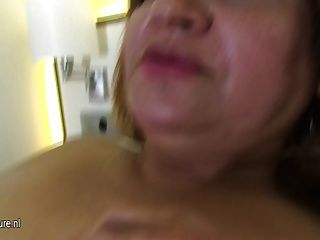mollig 50yo Mama ihre Muschi nass zu
