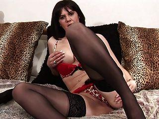 hot reife Mutter spielt mit ihrer Pussy