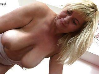 alt bbw mit saggy Titten immer noch liebt zu masturbieren
