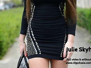 julie s. streethooker in extremen roten High Heels & upskirt
