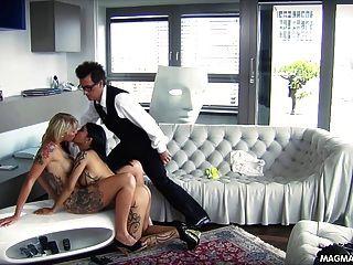 Magma Film und vollbusig erhalten blonde Deutsch Babe gefickt