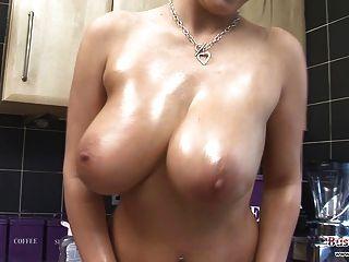 Lexy big tits Öl & cling film Spaß
