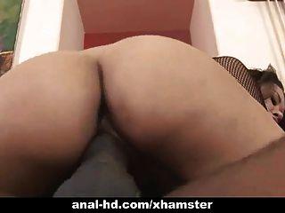 Asian Babe nimmt schwarzen Schwanz ihren Arsch in anal Spaß up