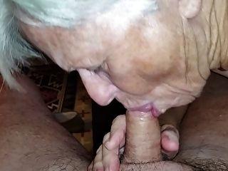 Oma saugt meinen Schwanz