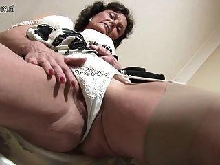 sexy 51yo Jacklin braucht einen guten Fick