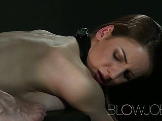 Blowjob vollbusigen Teenager hat ihre petit Mund gestreckt
