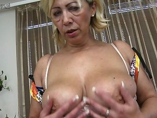 jirating all Milf schwarzes Kleid hungary for cocks
