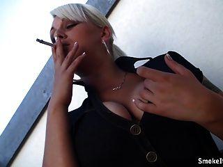 sinnlich Balkon Rauchen