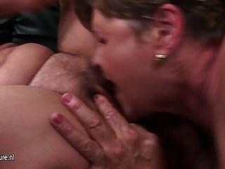 zwei reife Mütter ficken eine heiße Nymphomanin jugendlich