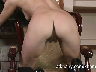 tatiana treibt sich wild zum Orgasmus