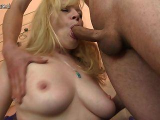 Hot Amateur Mutter hart von Jungen gefickt