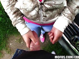 tschechische Blondine mit einem großen Paar Titten ist für einige pov bezahlt