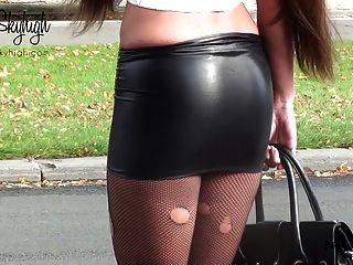 julie skyhigh Nutte in Handschellen Spandex Rock & nackten Bauch