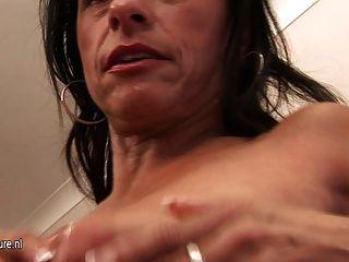Kinky Mama träumt von Jungschwanz