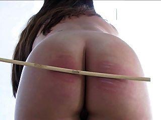 praller Mädchen nackt caning