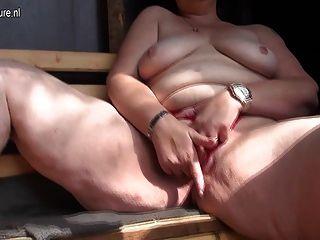 Naughty Mama liebt Schwanz lutschen