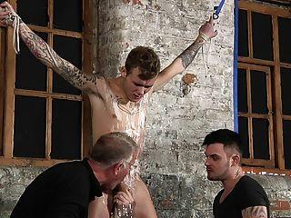 bdsm Sklavenjungen gebunden gepeitscht schwule jungs bestraft