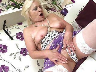 alt, aber immer noch heiß Oma und ihre alte Vagina