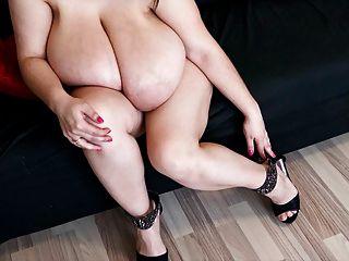 alice 85jj - Große Brüste und sexy Füße in High Heels