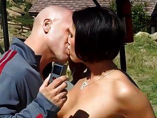 atemberaubenden vollbusige Studentin liebt Sex in der Öffentlichkeit
