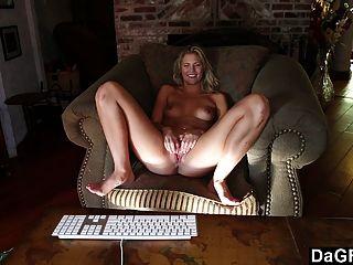 zeugend atemberaubende Teen auf cam zu masturbieren