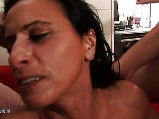 verworrene reife Schlampe Mutter bekommt Bande hart und lang schlug