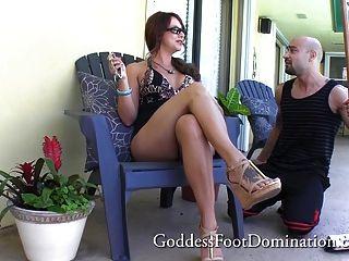 Handwerker bekommt Wifes Füße Bosse - Fuß Job Fußfetisch Fuß