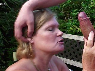 uk Oma von Jungen in ihrem Garten gefickt