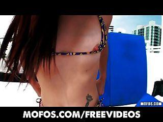 latina sex tapes - hot Teen schiebt ihren Bikini an der Seite