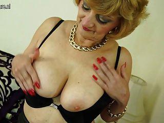 Amateur British Granny mit hungrigen Vagina