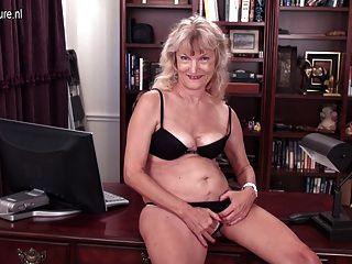 amerikanisch 62yo Oma mit behaarten hungrig Vagina
