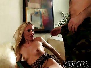 alte Frau von ihrem jüngeren Ehemann gefickt !!