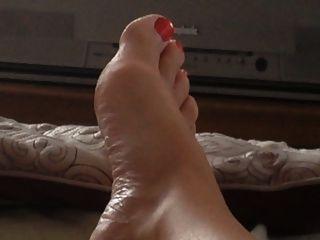 meine unbeschnittenen Schwanz, wifes Füße, Haarige Muschi, Titten und mollig Bauch.