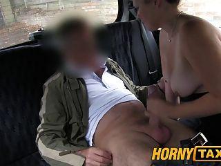 hornytaxi junges Mädchen mit federnd Titten von lokalen cabby verführt