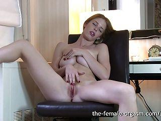 natürliche haarige Rotschopf masturbiert solo multiple Orgasmen