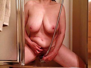 Marierocks Cumming hart in der Dusche