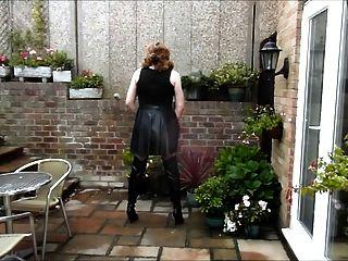 aliosn Wichsen in PVC-Kleid und Overknee Stiefel