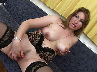 sexy reife Mutter braucht einen guten Fick