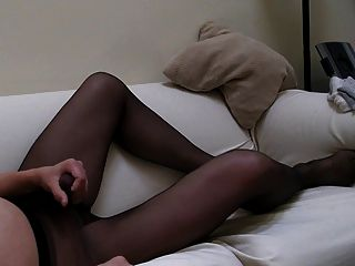 schwarze Strumpfhose innen und außen cum