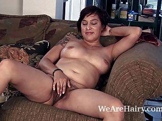 Cowgirl lucy dutch Streifen und genießt ihren Körper