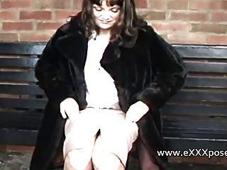 Englisch Milf überzeugt, im Freien zu blinken