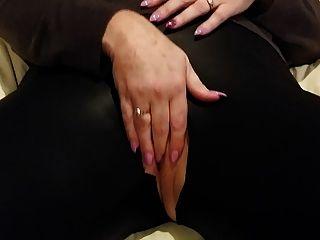 Cumming auf rasierte Muschi