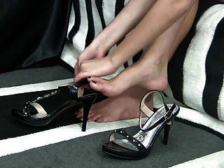 Füße auf viele Schuhe