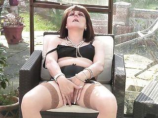 britische Mutter lädt Sie ihre Vagina zu überprüfen