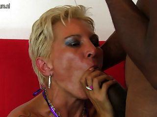 heiße weiße Mutter in einem interracial Fick-Fest